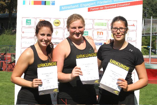 Die U18-Weltmeisterin Julia Ritter In Der Mitte,  Eingerahmt Links Von Tara Franz (ART) Und Emily Brunke (ASC)