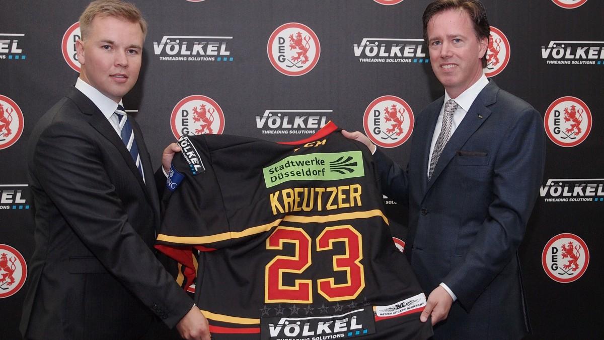 (v.l.n.r.: Paul Specht, Geschäftsführer Der DEG Eishockey GmbH Und Daniel Völkel, Geschäftsführer Der VÖLKEL GmbH).