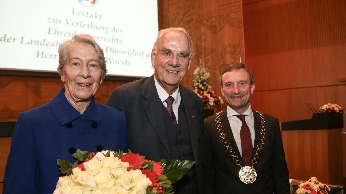 Oberbürgermeister Thomas Geisel Mit Ehrenbürger Albrecht Woeste Und Ehefrau Renate Woest (Foto: Landeshauptstadt Düsseldorf/Melanie Zanin)