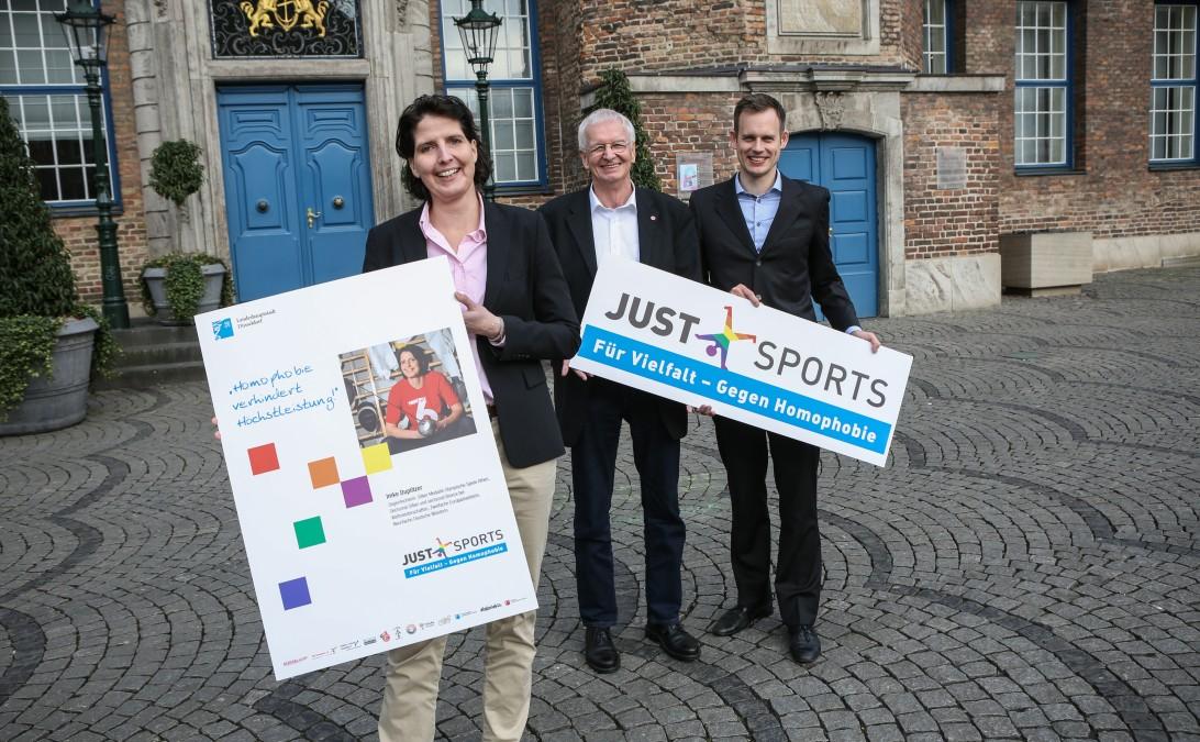 Just Sports - Aktionswoche Startet In Düsseldorf, Mit Fechterin Imke Duplitzer Bürgermeister Günter Karen- Jungen Als Schirmherr Und Dr. Götz Fellrath  Vom Verein VC Phönix Düsseldorf (Foto: Landeshauptstadt Düsseldorf/Melanie Zanin)
