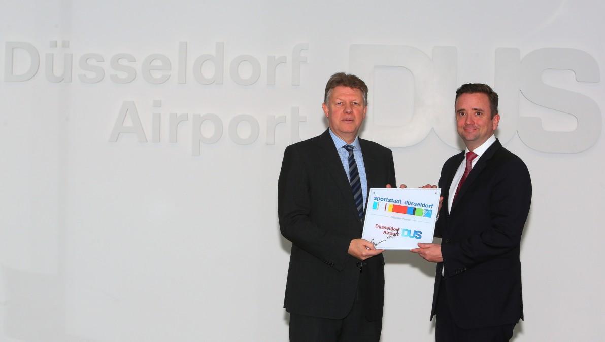 V.r. Martin Ammermann Und Flughafen Chef Ludger Dohm (Foto: David Young)