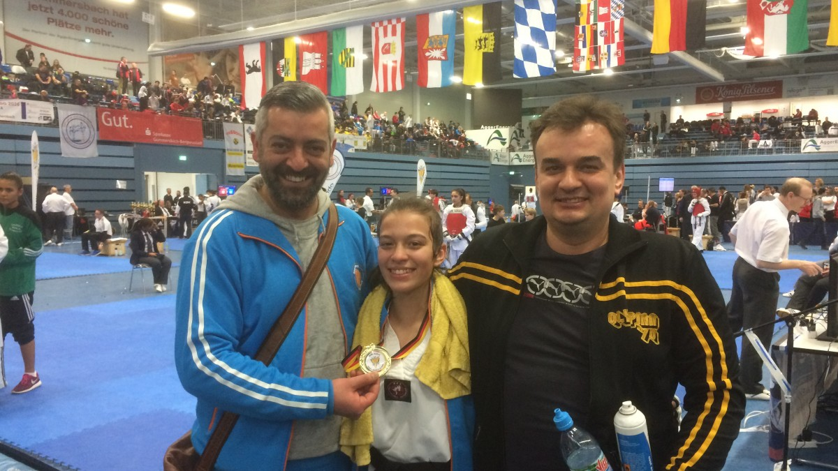 Ionna, Trainer Inan Und Vater