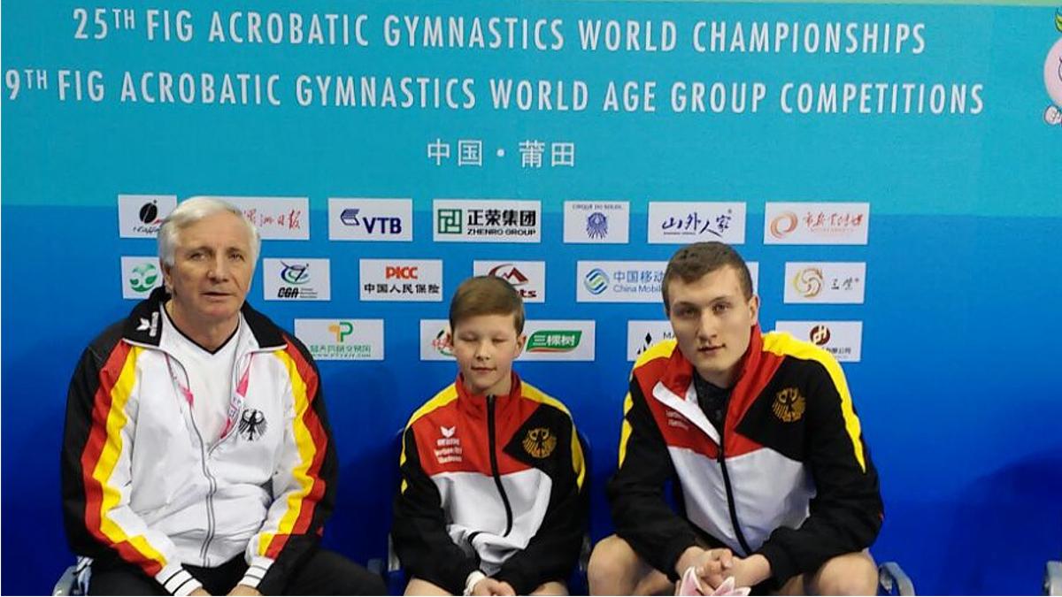 V.l. Valerij Koch (Heimtrainer LZSA), Kristijan Hauk, Alexandr Hauk - 7. Platz Auf Der WM Der Junioren