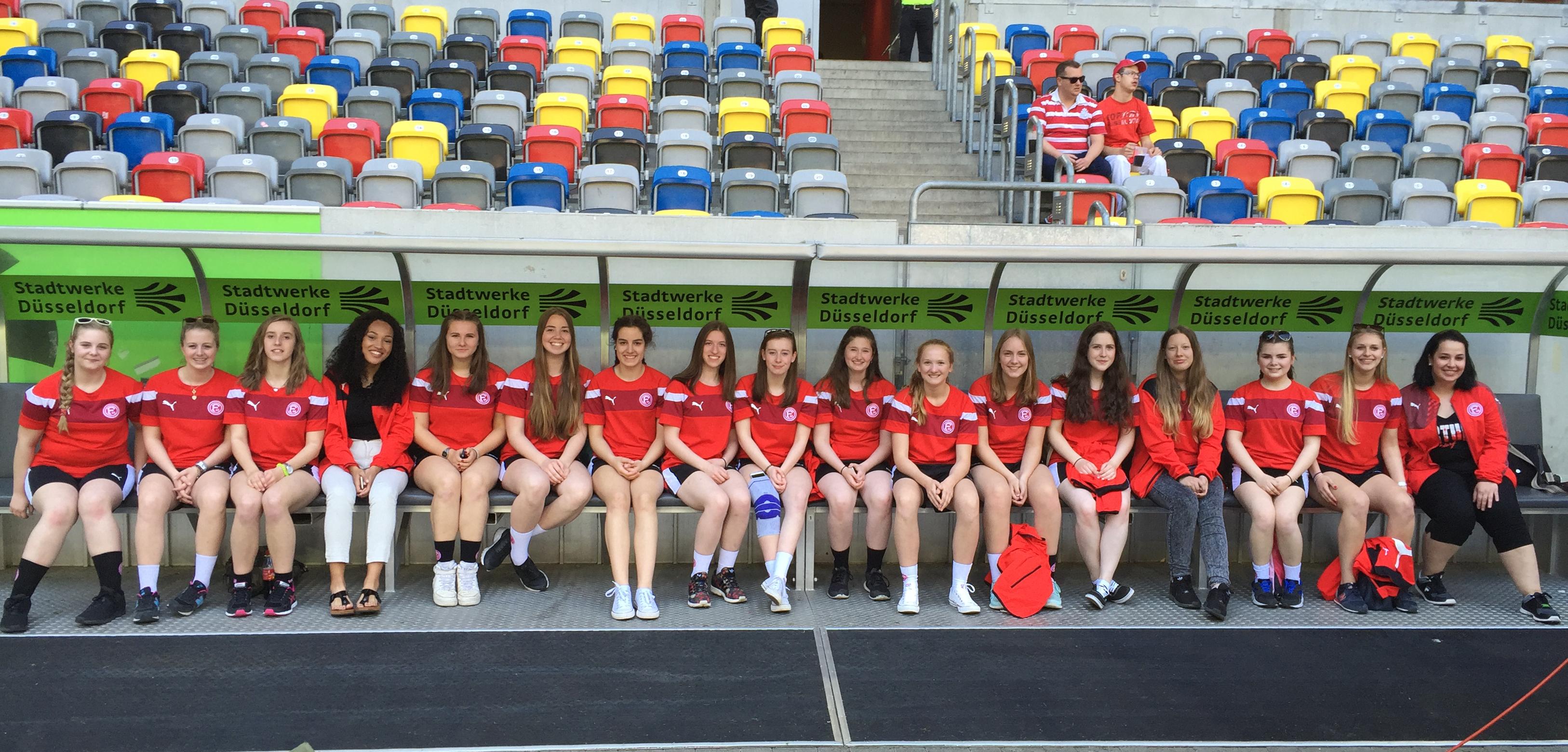 Nachwuchs Handballerinnen Besichtigen Esprit Arena Und Bejubeln 10