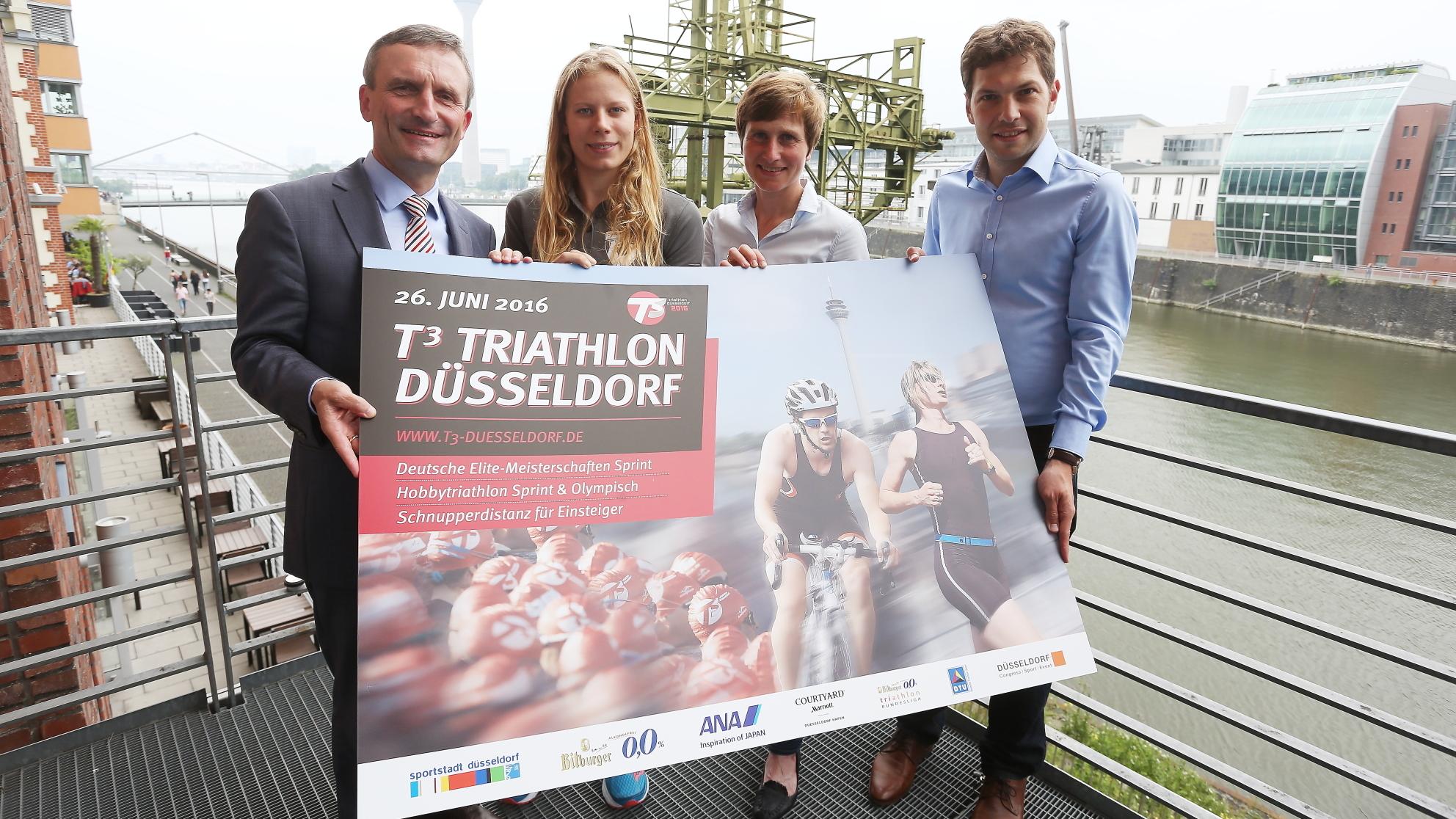 V.l.n.r.: OB Thomas Geisel, Junioren-Welt- Und Europameisterin Laura Lindemann (Triathlon Potsdam), Sonja Oberem, Sportliche Leiterin Des T3 Triathlon Und DTU-Generalsekretär Matthias Zöll (Foto: David Young)