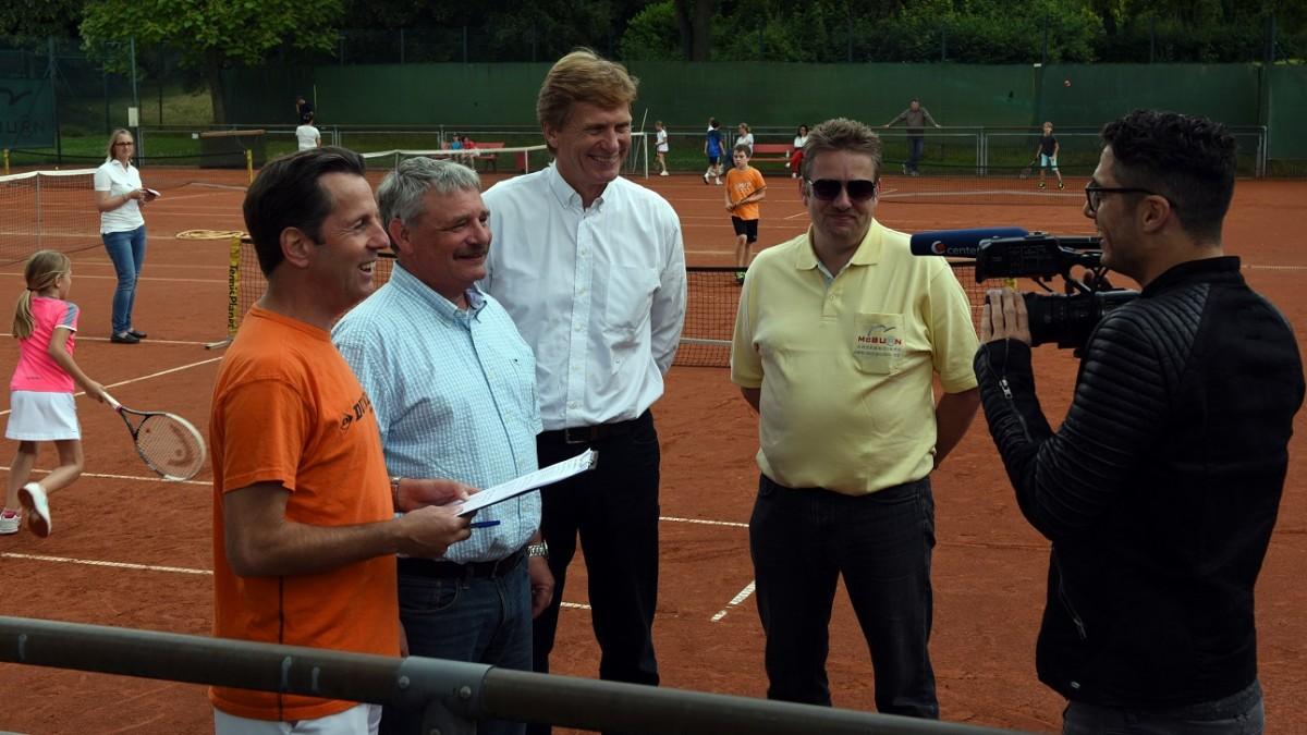 Vlnr: Dirk Schaper, Haiko Stropp, Dietloff Von Arnim, Sponsor Michael Arlt (McBURN) Und Tim Siebert, Center TV (Foto: Horst Ossinger)