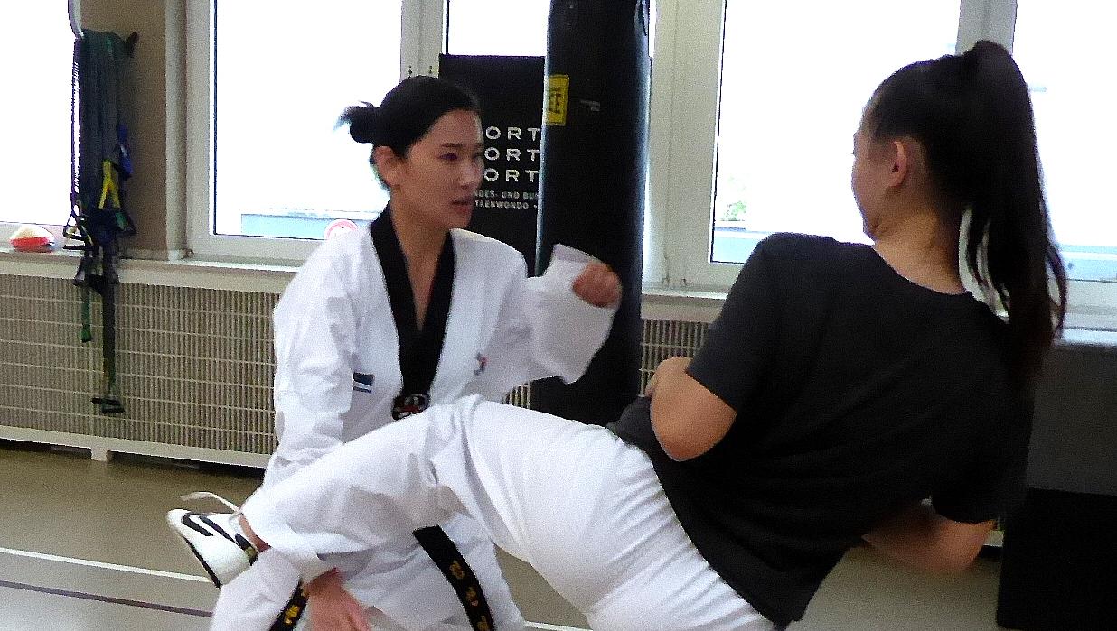 Yeonji Kim Bei Der Trainingsarbeit Im Sportwerk