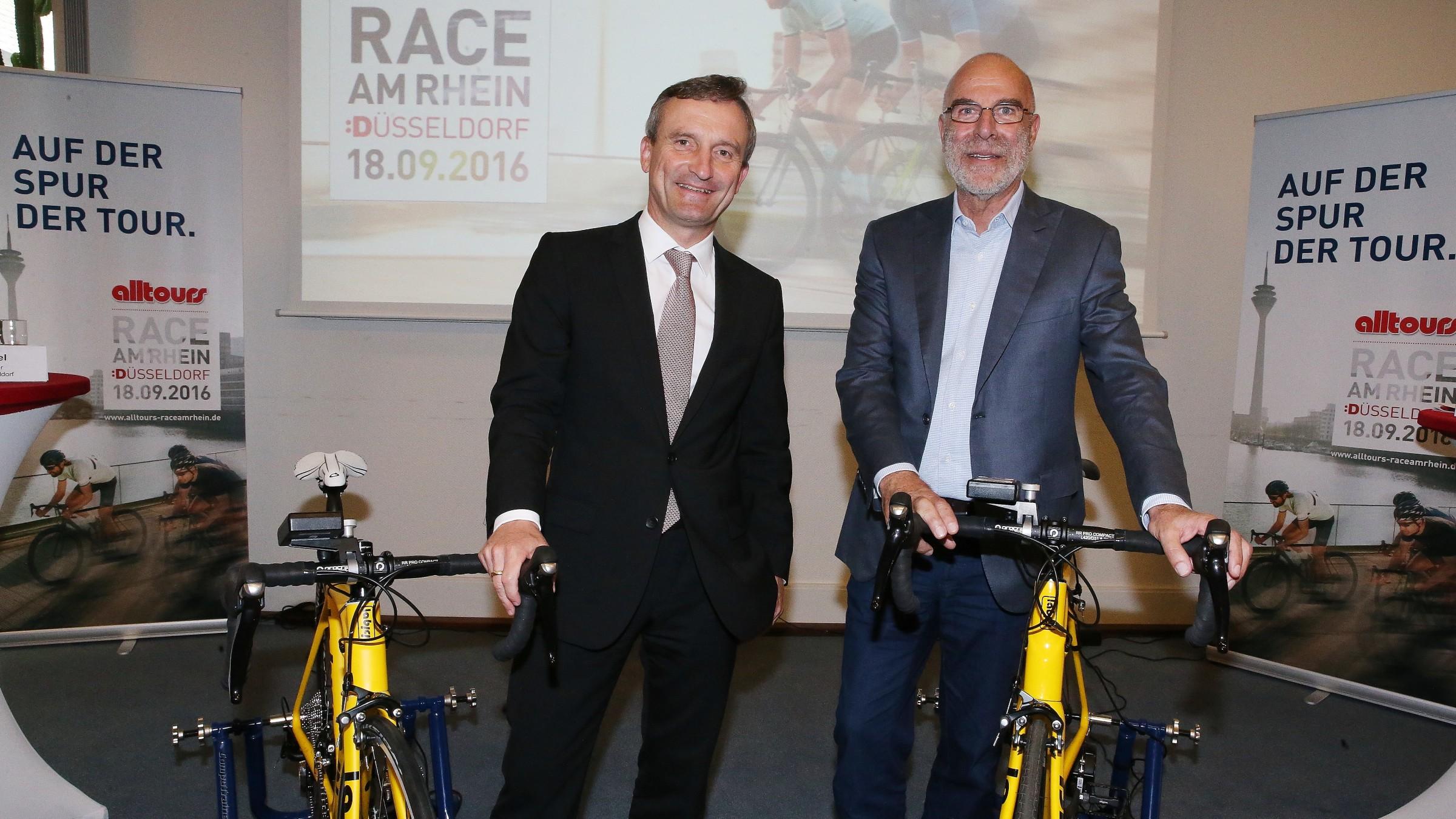 Oberbürgermeister Thomas Geisel Und Willi Verhuven, Vorsitzender Der Alltours Geschäftsführung (Foto: Landeshauptstadt Düsseldorf/David Young)