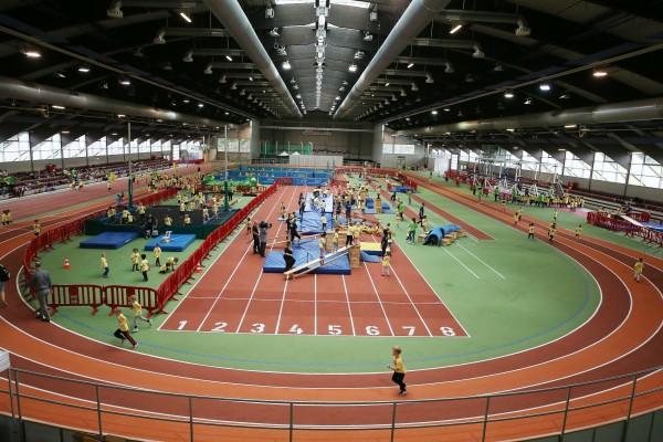 Blick in die Leichtathletikhalle beim Kita-Bewegungscamp,(Foto: Stadt Düsseldorf/David Young)