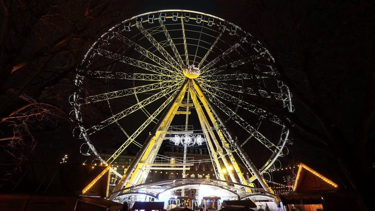 Wheel Of Vision In Gelb - Als Zeichen Der Vorfreude Auf Das Sportjahr 2017 In Der Sportstadt Düsseldorf (Foto: Landeshauptstadt Düsseldorf/David Young)