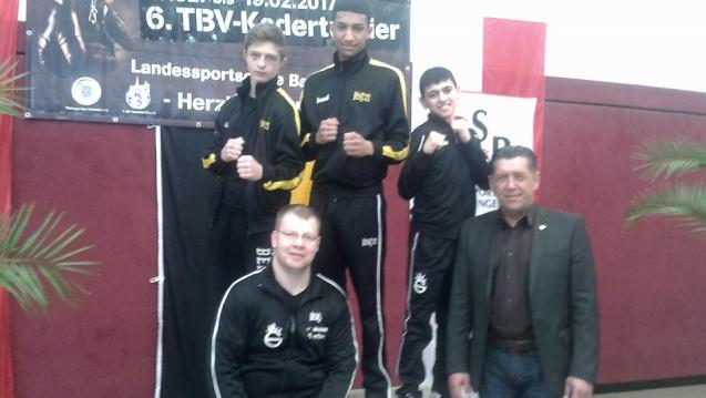 Boxtrainer Steffen Müller Mit Seinen Boxern