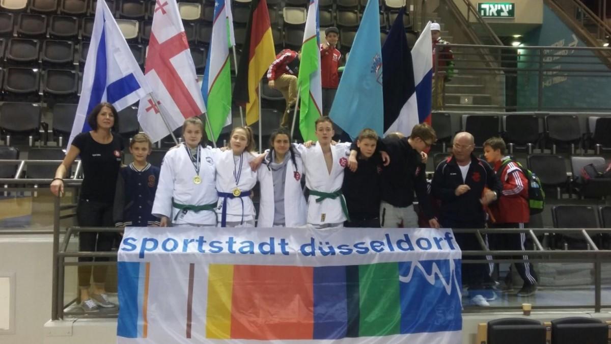 Judo-Delegation Düsseldorf Mit Dem Trainerteam Iryna Sohka Und Edmund Schulz (Foto: Judoclub 71 E.V.)