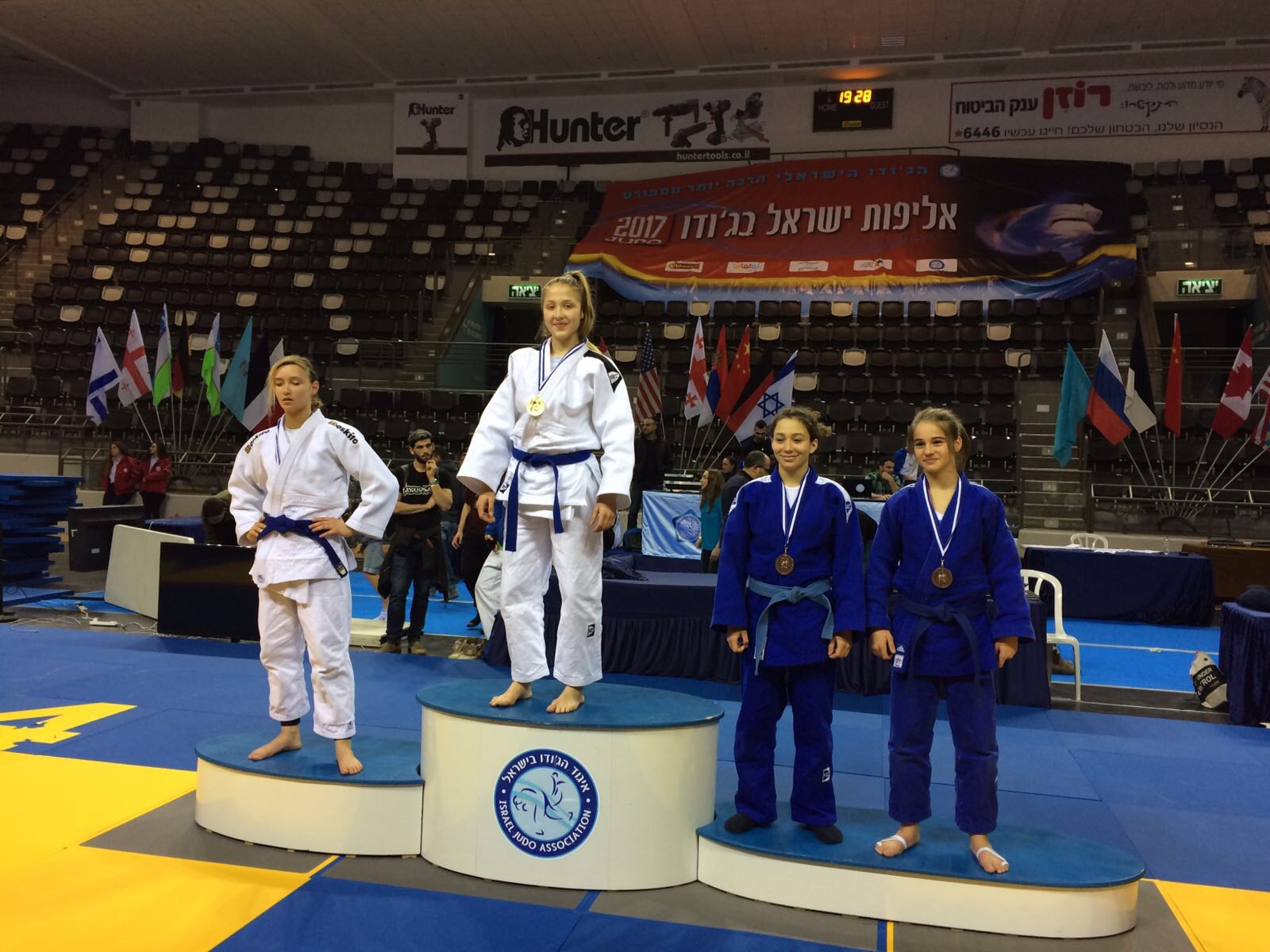 Katharina Mossmann bei der Siegerehrung (Foto: Judoclub 71 e.V.)