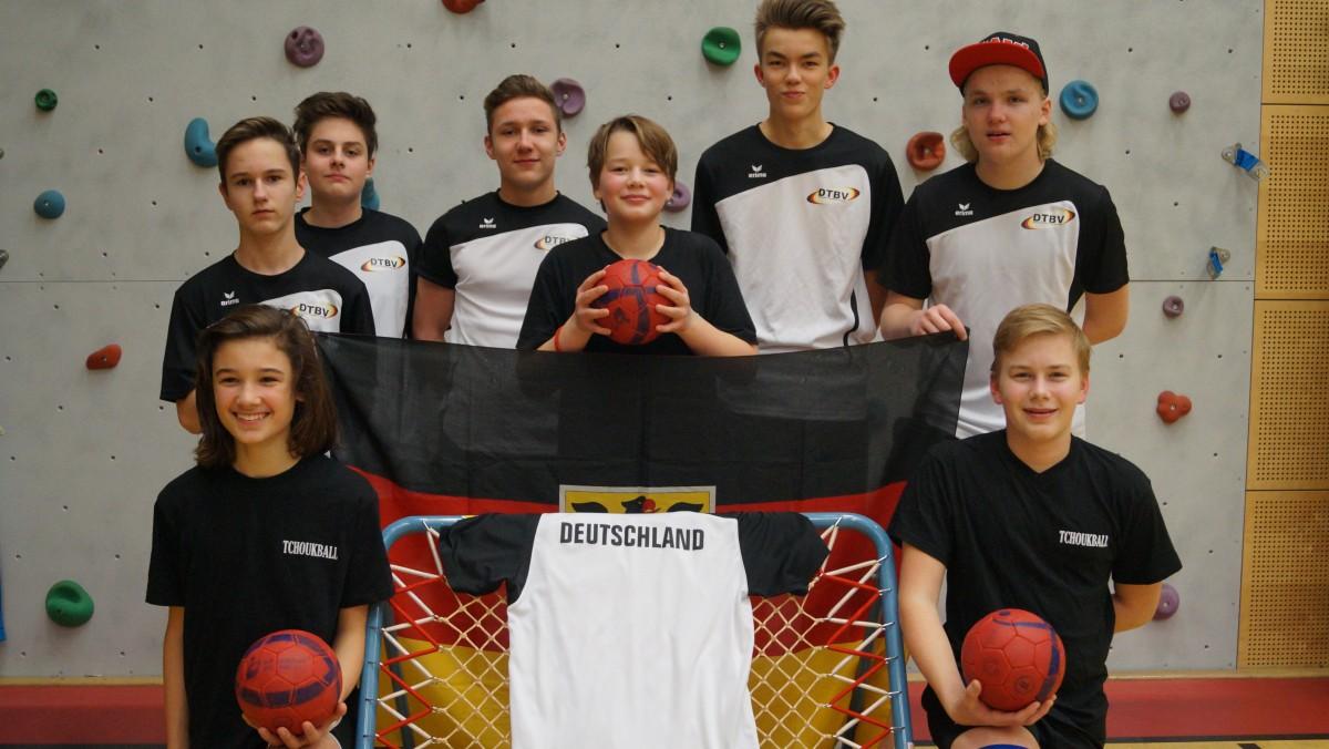 Hinten V.l.n.r.: Filipp Gies (14), Luca Engelen (15), Mauro Van Noppen (15), Julius Wagner (12), Fabian Mertens (15), Alex Zoch (16) Vorne: Adis Bazdarevic (14), Moritz Wagner (15)