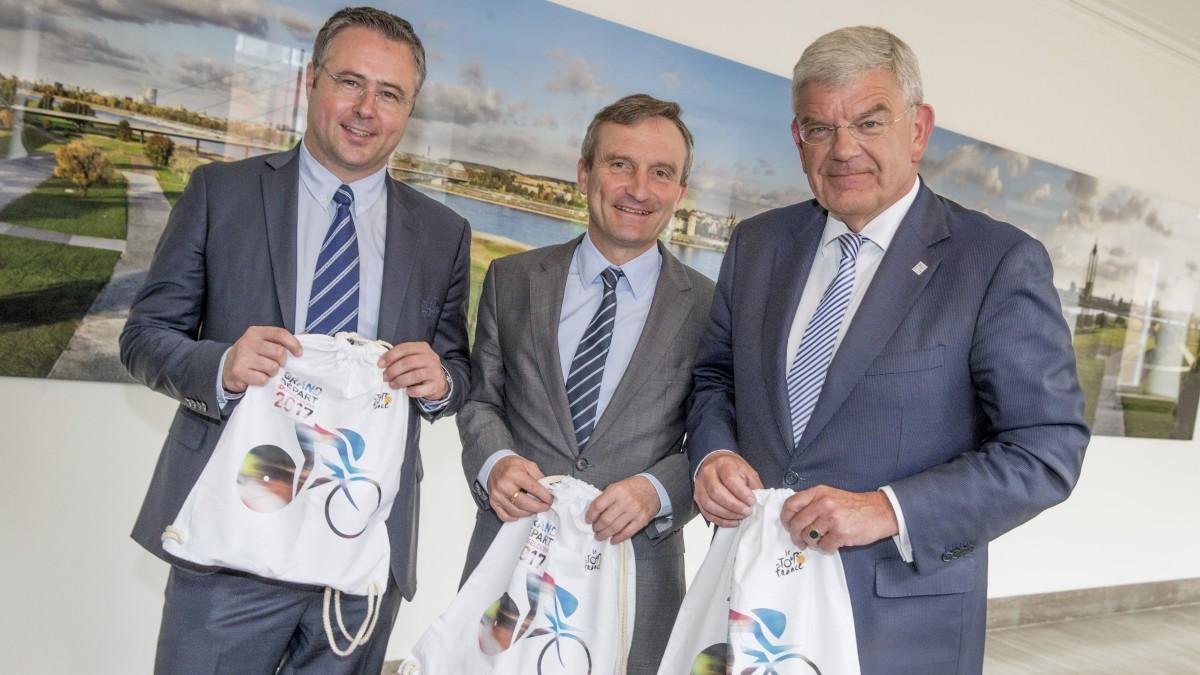Oberbürgermeister Geisel (M.), Amtskollege Jan Van Zanen Aus Utrecht (r.) Und Cyrille Tricart (A.S.O.) (Foto: Landeshauptstadt Düsseldorf/Malte Krudewig)