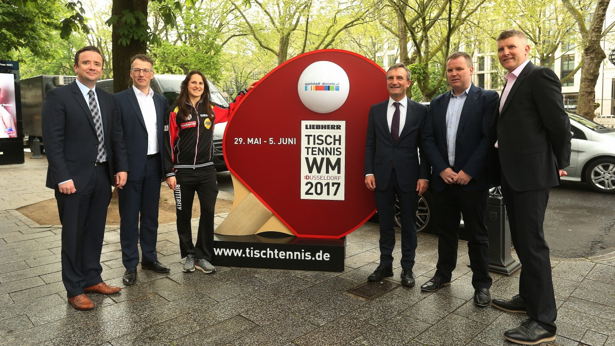 V.l.n.r.:  Martin Ammermann (DCSE), Michael Geiger (DTTB), Sabine Winter (Doppel-Europameisterin), Thomas Geisel (Oberbürgermeister Landeshauptstadt Düsseldorf), Steve Dainton (ITTF) , Jonny Cowan (ITTF)
