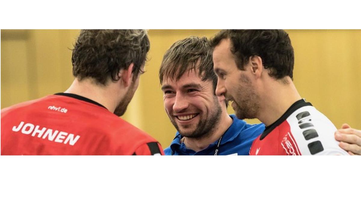 Mitte: Vikings-Trainer Ceven Klatt (Foto: Wort&Lichtbild)