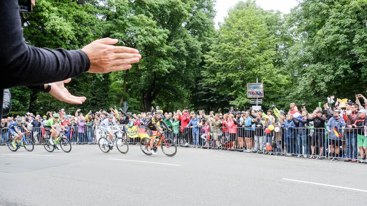 Düsseldorf: Die 2. Etappe Der Tour De France Läuft; Düsseldorf: The 2nd Stage Of The Tour De France Is Underway; Düsseldorf : La 2ème étape Du Tour De France Est En Cours (Foto: Landeshauptstadt Düsseldorf/Uwe Schaffmeister)