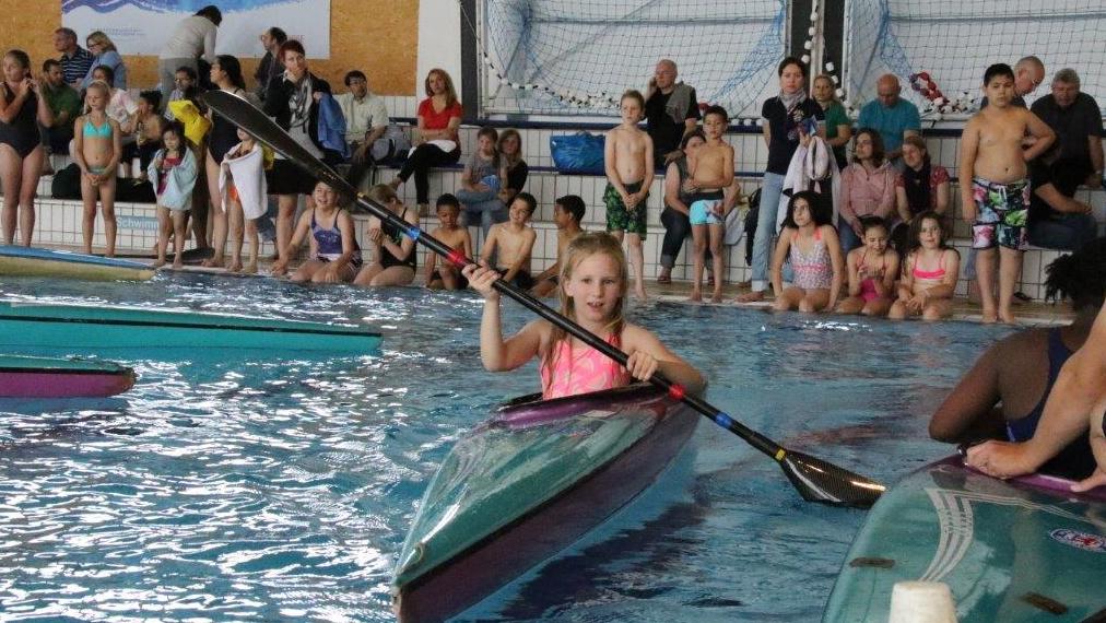 Die Wassersportangebote Im Rheinbad Erfreuten Sich Großer Beliebtheit (Foto: Landeshauptstadt Düsseldorf/Andrea Bachmann)