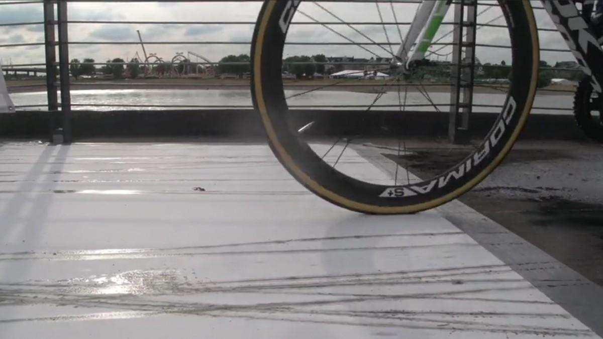 Kunstwerk – 198 Tour-Fahrer Hinterließen In Düsseldorf Ihre Radspuren