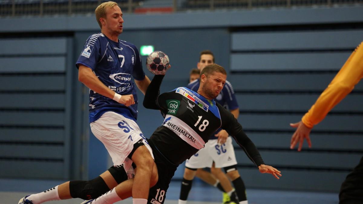 Auch Gegen Den THW Kiel Will Sich Vikings-Neuzugang Teo Coric (am Ball) Wieder Energisch Durchsetzen (Foto: Jenny Seidel)