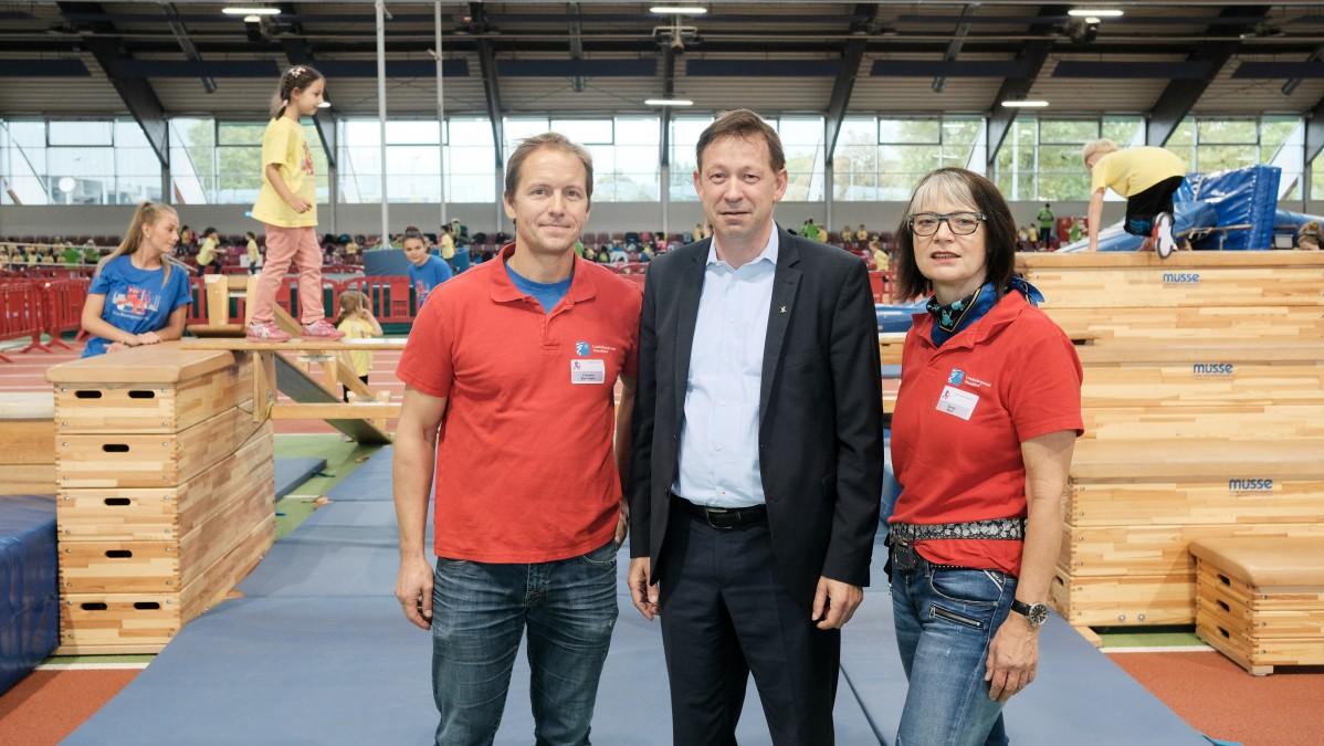 Clemens Bachmann (Sportamt), Stadtdirektor Burkhard Hintzsche Und Sonja Baur Vom Jugendamt Beim Kita-Bewegungscamp 2017 (Foto: Stadt Düsseldorf/Michael Gstettenbauer)