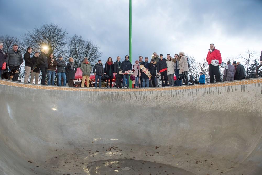 Richtfest Skatepark Eller mit Mitgliedern des Jugendhilfeausschusses, des Jugendrates und der Skaterszene (Foto: Stadt Düsseldorf / Uwe Schaffmeister)