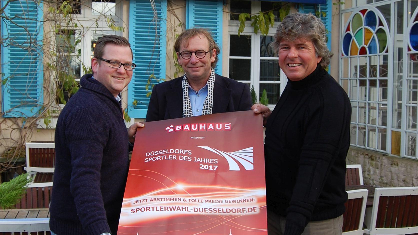 Piet Keusen (Verein Düsseldorfer Sportpresse), Helge Wolf (Gut Knittkuhle) Und Michael Welling (Welling Sportmarketing) Vor Dem Gut Knittkuhle