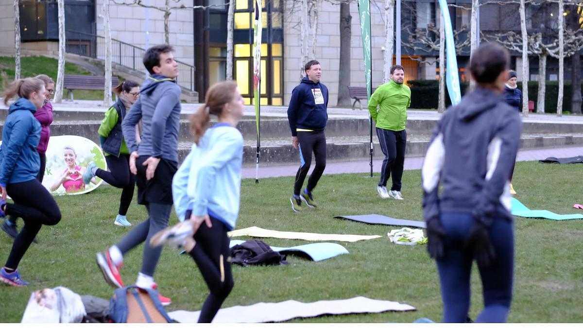 """Stadtdirektor Burkhard Hintzsche Bei Der Winteredition Von """"Sport Im Park"""" Im Rheinpark Bilk Auf Der Bürgerwiese Am Landtag (Foto: Landeshauptstadt Düsseldorf/Wilfried Meyer)"""