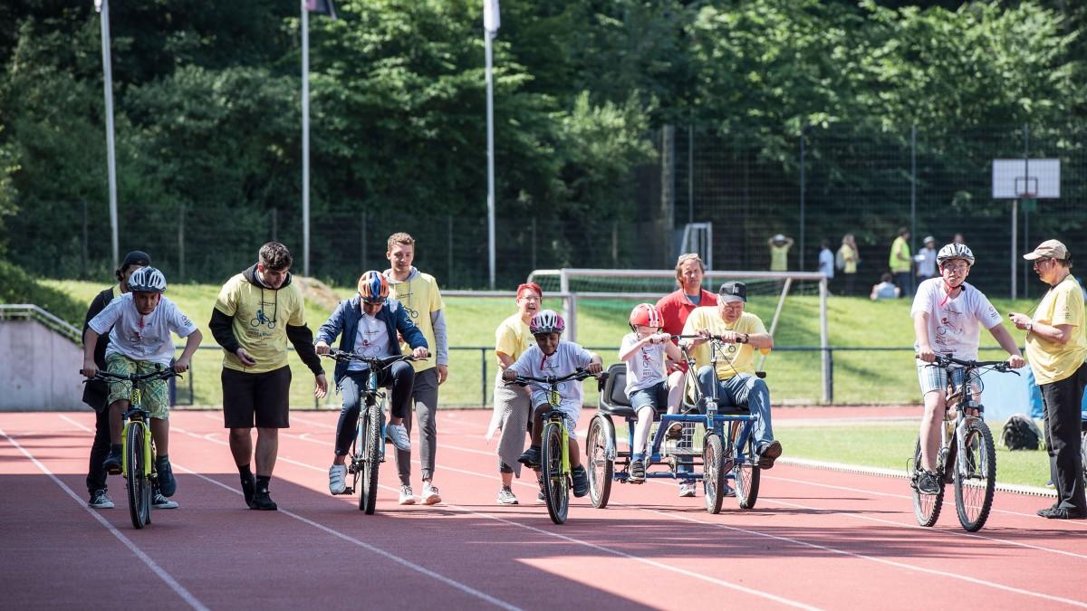 Special Petit Départ 2017: Kinder Beim Start Im Rather Waldstadion (Foto: Landeshauptstadt Düsseldorf/Uwe Schaffmeister)