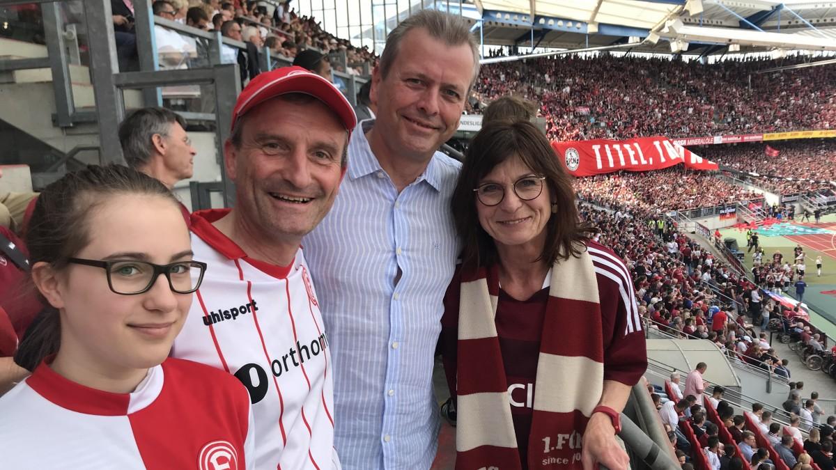 Oberbürgermeister Thomas Geisel (links) Mit Seinem Nürnberger Amtskollegen Dr. Ulrich Maly Beim Fortuna-Spiel In Nürnberg (Foto: Landeshauptstadt Düsseldorf)