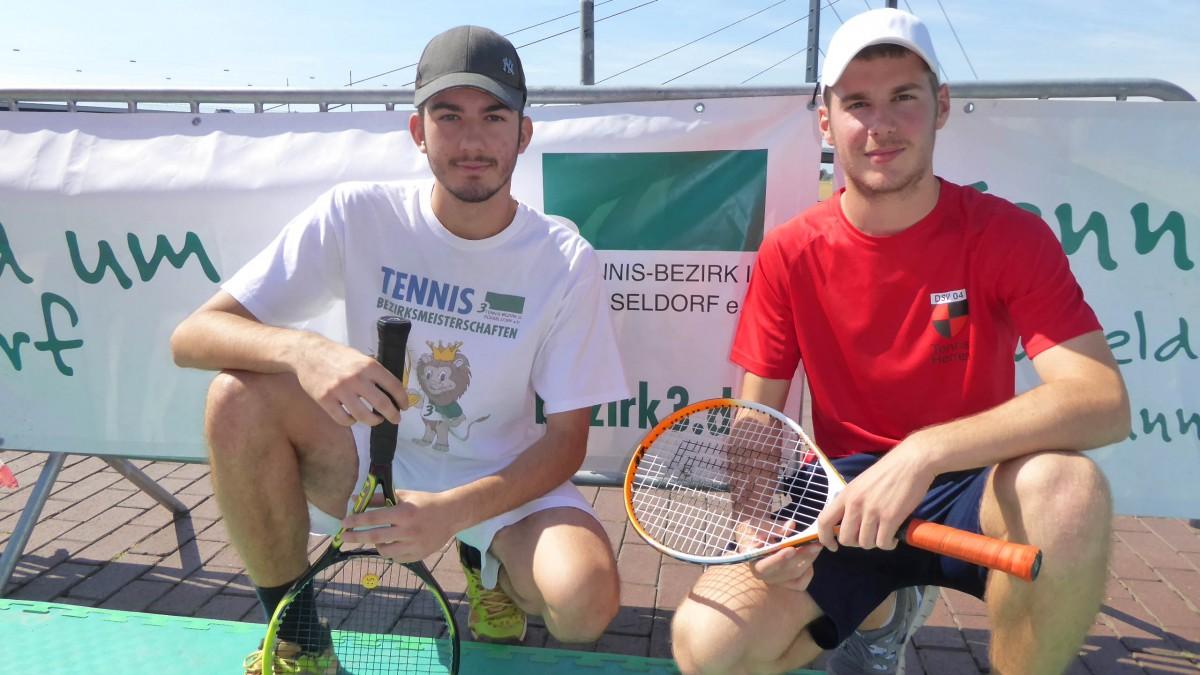 Alexander Schmidt Und Marian Stojanovic Betreuen Den Tenniscourt Beim OAC