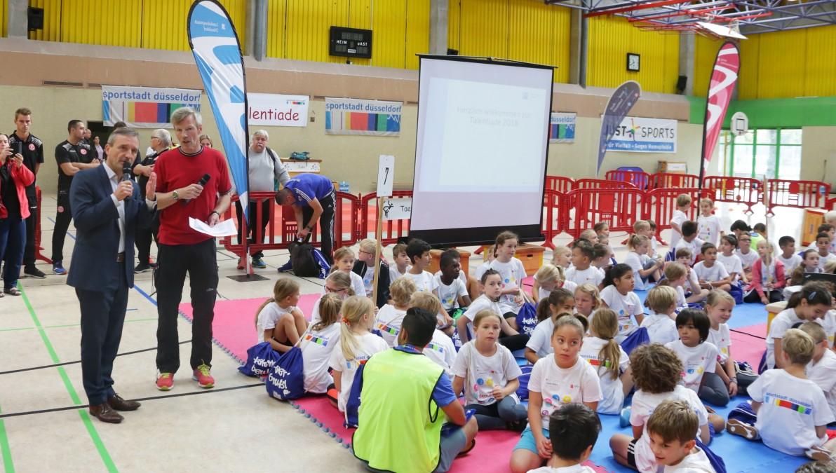 OB Thomas Geisel Begrüßt Die Kinder Bei Der Talentiade (Foto: Landeshauptstadt Düsseldorf/Ingo Lammert)