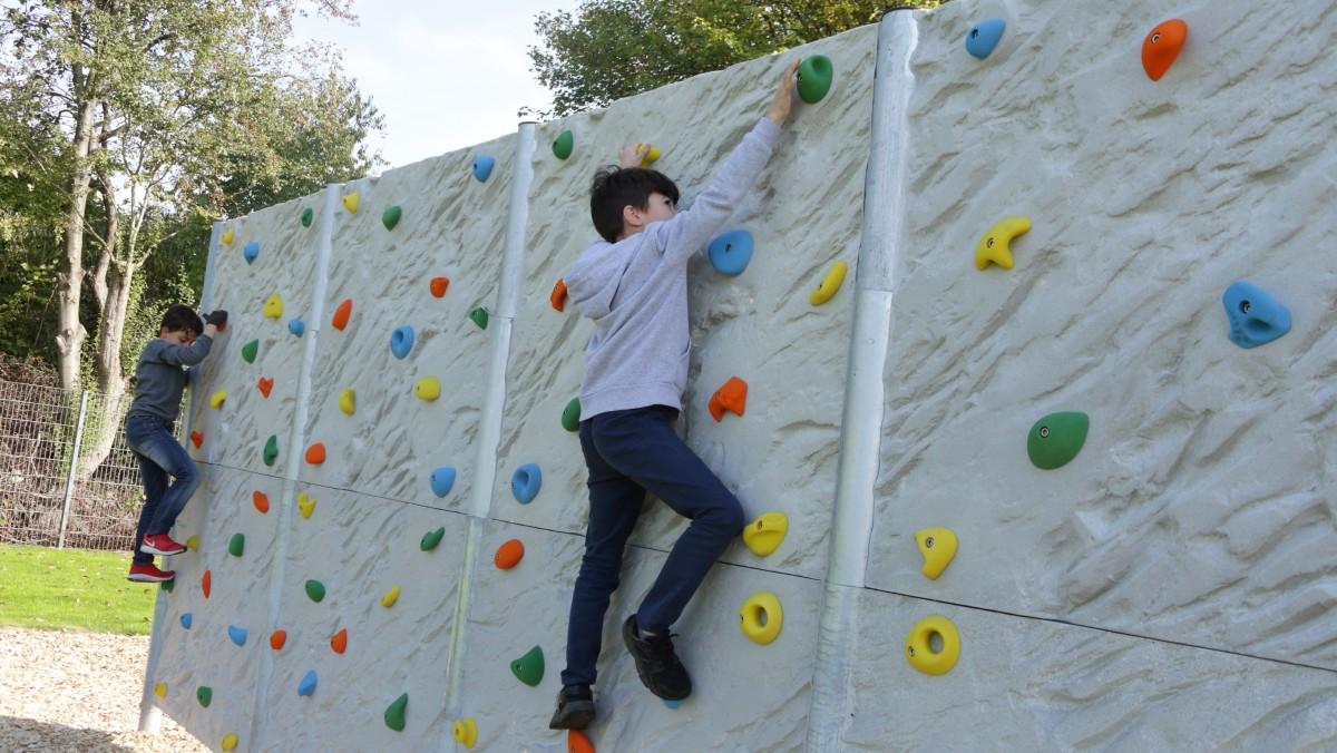 Kinder Erobern Die Boulderwand (Foto: Landeshauptstadt Düsseldorf/Ingo Lammert)