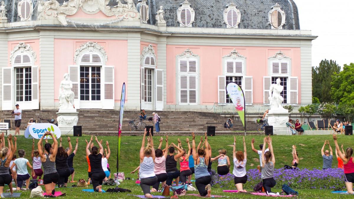Sport Im Park Vor Der Traumhaften Kulisse Des Benrather Schlosses (Foto: Marie Buschhausen)