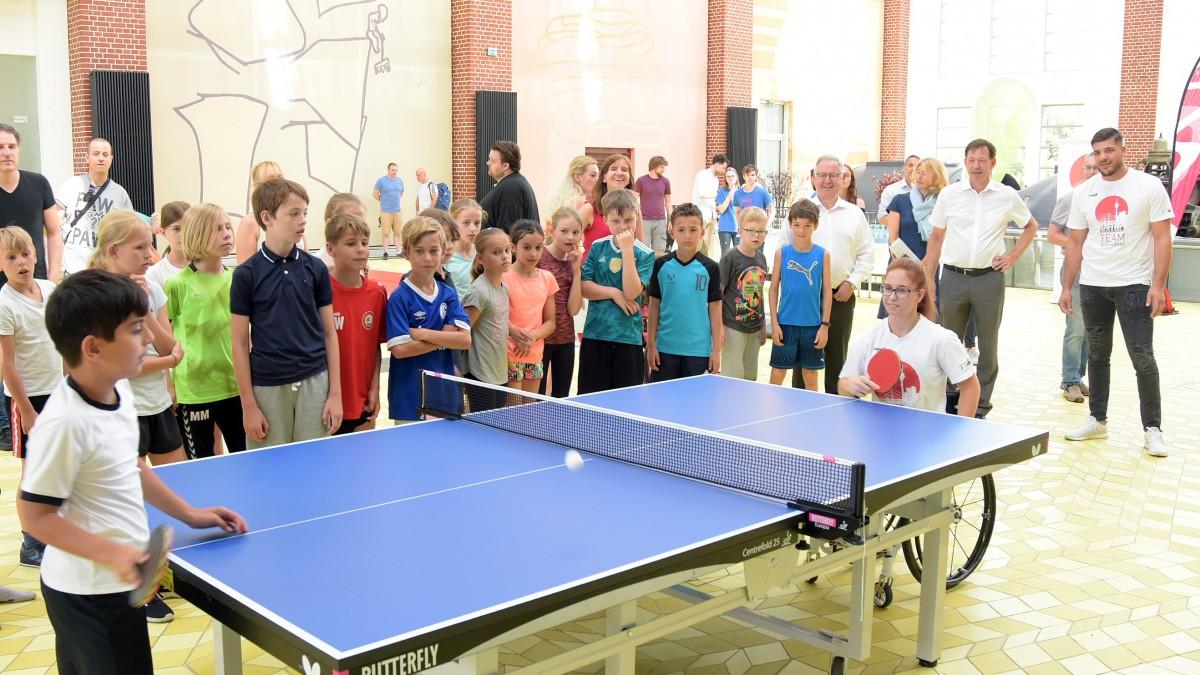 Schon Bei Der Präsentation Des Programms Von Kids In Action Hatten Die Kinder Viel Spaß (Foto: Landeshauptstadt Düsseldorf/Wilfried Meyer