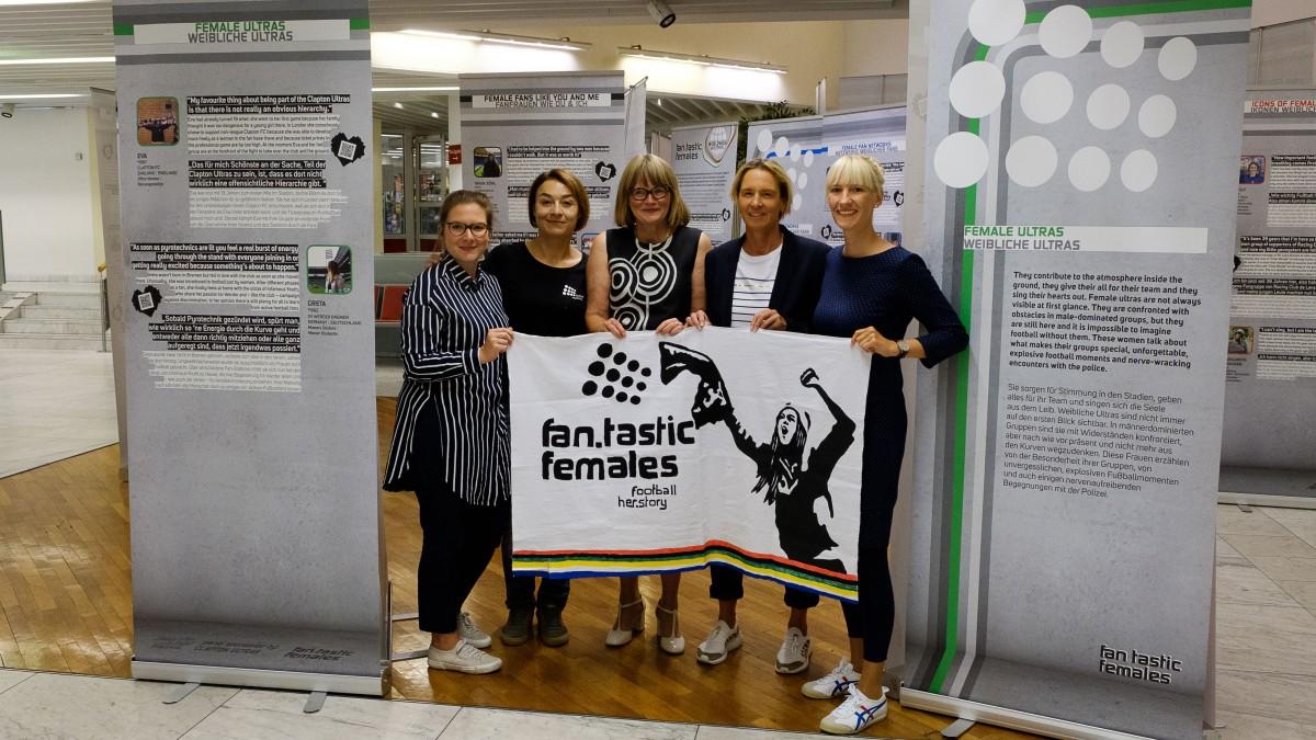 Ausstellung Zur Weiblichen Fankultur
