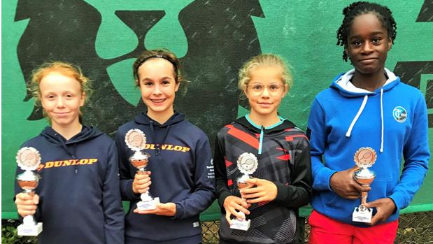 Juniorinnen U12: Lucia Bormann, Leni Eichner, Laure Sura Und Jada Saibou