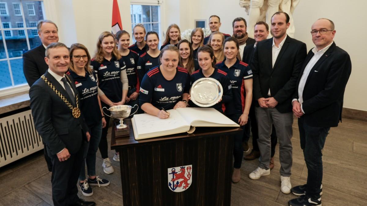 Empfang Für Europapokal-Siegerinnen Des Düsseldorfer HC Im Rathaus