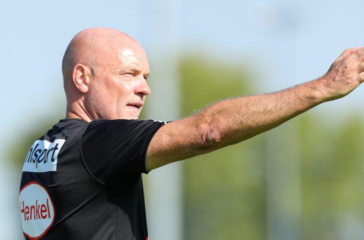 Dort geht es zum gegnerischen Strafraum - Uwe Rösler will mehr Engagement in der Offensive sehen. Foto: Beele