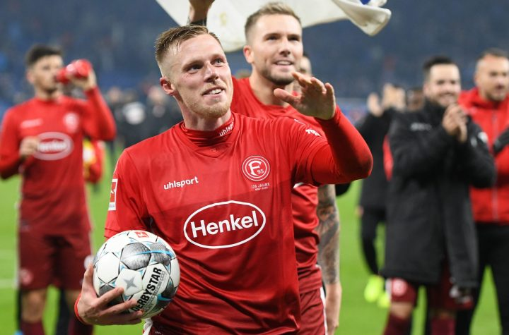 Rouwen Hennings jubelt über den Sieg und seine drei Tore im Frühjahr 2019 Auf Schalke. Foto: Horstmüller
